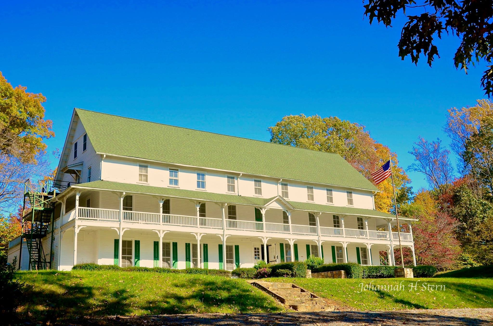 Vade Mecum Hotel circa 1902 at Hanging Rock State Park, photo by Johannah H. Stern