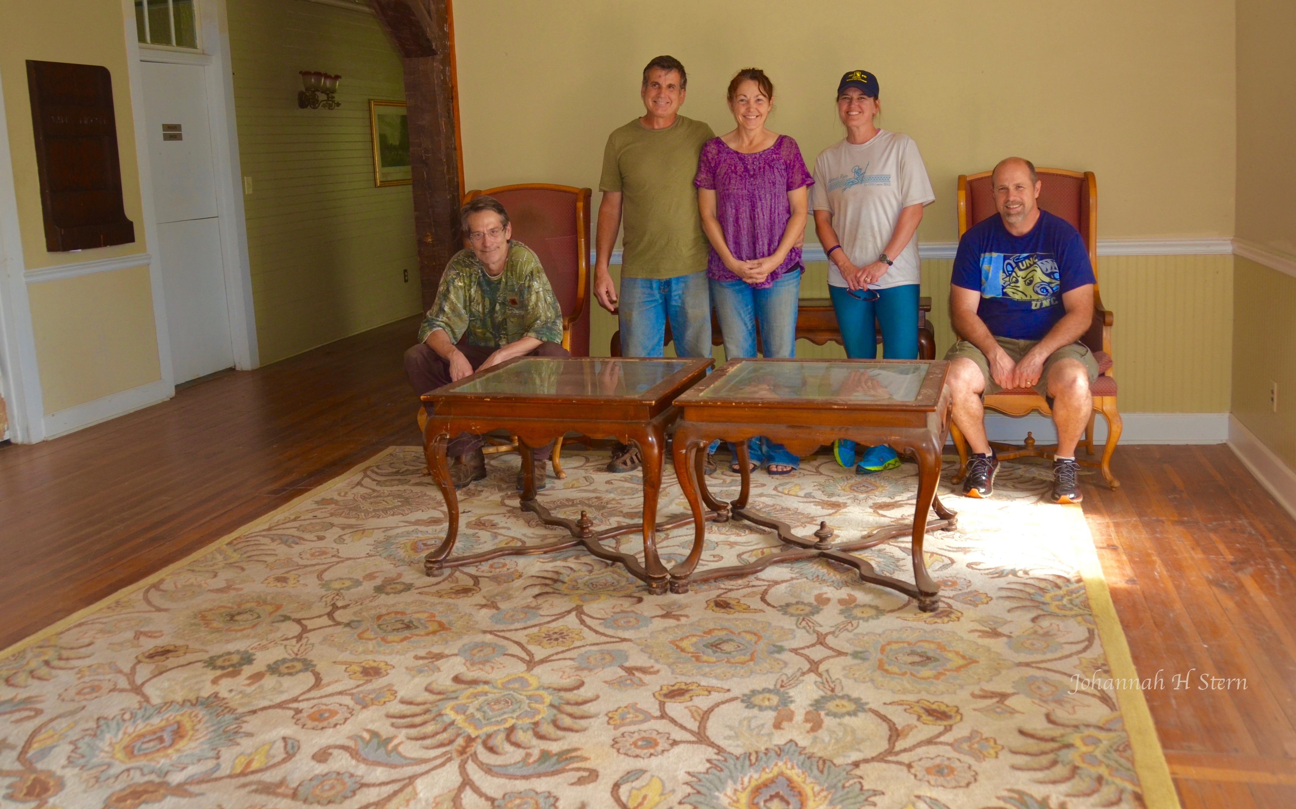 FSM-volunteers-clean-Vade-Mecum-Hotel